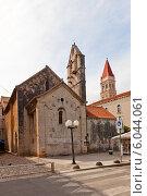 Купить «Церковь Иоанна Крестителя (XIII в.) в г. Трогир, Хорватия. Объект всемирного наследия ЮНЕСКО», фото № 6044061, снято 16 июня 2014 г. (c) Иван Марчук / Фотобанк Лори