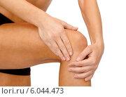 Купить «close up of female hands holding knee», фото № 6044473, снято 8 мая 2014 г. (c) Syda Productions / Фотобанк Лори