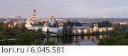 Купить «Панорамный вид на Новодевичий монастырь. Москва», эксклюзивное фото № 6045581, снято 9 мая 2012 г. (c) Литвяк Игорь / Фотобанк Лори