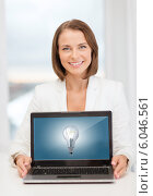 Купить «smiling businesswoman with laptop computer», фото № 6046561, снято 18 июля 2013 г. (c) Syda Productions / Фотобанк Лори
