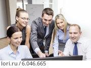 Купить «business team with monitor having discussion», фото № 6046665, снято 9 ноября 2013 г. (c) Syda Productions / Фотобанк Лори