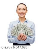 Купить «Доброжелательная девушка с долларовыми купюрами, сложенными веером», фото № 6047085, снято 8 декабря 2013 г. (c) Syda Productions / Фотобанк Лори