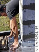 Купить «Construction worker laying down the base of a column», фото № 6052197, снято 26 октября 2009 г. (c) Phovoir Images / Фотобанк Лори
