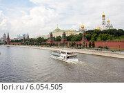 Вид на Кремль с Большого Москворецкого моста (2014 год). Редакционное фото, фотограф Роман Басманов / Фотобанк Лори