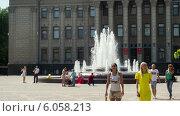 Купить «Фонтан у здания Законодательного собрания Краснодарского края, таймлапс», эксклюзивный видеоролик № 6058213, снято 30 июня 2014 г. (c) Алексей Букреев / Фотобанк Лори