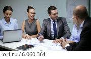 Купить «Business people having a meeting», видеоролик № 6060361, снято 12 ноября 2013 г. (c) Syda Productions / Фотобанк Лори