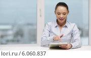 Купить «Serious businesswoman with tablet pc», видеоролик № 6060837, снято 20 декабря 2013 г. (c) Syda Productions / Фотобанк Лори