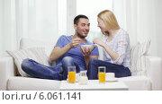 Купить «Smiling couple having breakfast at home», видеоролик № 6061141, снято 16 февраля 2014 г. (c) Syda Productions / Фотобанк Лори