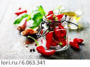 Купить «Перец чили в банке», фото № 6063341, снято 23 мая 2014 г. (c) Наталия Кленова / Фотобанк Лори