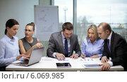Купить «Business people having a meeting», видеоролик № 6069985, снято 12 ноября 2013 г. (c) Syda Productions / Фотобанк Лори