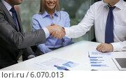 Купить «Two businessmen shaking their hands», видеоролик № 6070013, снято 12 ноября 2013 г. (c) Syda Productions / Фотобанк Лори