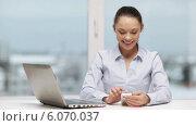 Купить «Smiling businesswoman with laptop and smartphone», видеоролик № 6070037, снято 20 декабря 2013 г. (c) Syda Productions / Фотобанк Лори