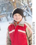 portrait of a cute boy in winter park. Стоковое фото, фотограф Майя Крученкова / Фотобанк Лори