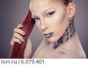 Купить «Красивая девушка с ярким макияжем и ногтями», фото № 6079401, снято 29 июня 2014 г. (c) Вера Франц / Фотобанк Лори