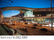 Аэропорт Шереметьево, терминал D. Вечер (2014 год). Редакционное фото, фотограф Александр Овчинников / Фотобанк Лори