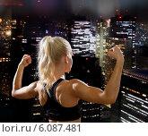 Купить «sporty woman from the back flexing her biceps», фото № 6087481, снято 8 мая 2014 г. (c) Syda Productions / Фотобанк Лори