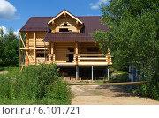 Купить «Строительство дома из оцилиндрованного бревна», эксклюзивное фото № 6101721, снято 7 июля 2014 г. (c) Елена Коромыслова / Фотобанк Лори