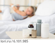 Medicines on table with girl in hospital. Стоковое фото, агентство Wavebreak Media / Фотобанк Лори