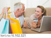 Купить «Happy couple shopping online on the couch», фото № 6102321, снято 5 апреля 2020 г. (c) Wavebreak Media / Фотобанк Лори