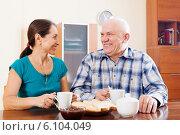 Купить «Happy mature couple having tea», фото № 6104049, снято 31 октября 2013 г. (c) Яков Филимонов / Фотобанк Лори