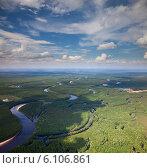 Купить «Река в Западной Сибири, вид сверху», фото № 6106861, снято 26 июня 2014 г. (c) Владимир Мельников / Фотобанк Лори