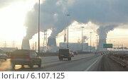 Купить «Кольцевая автодорога в Санкт-Петербурге в зимнее время года», видеоролик № 6107125, снято 25 июня 2014 г. (c) Кекяляйнен Андрей / Фотобанк Лори
