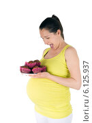 Купить «Прихоти беременных в еде», фото № 6125937, снято 8 июля 2014 г. (c) Сергей Левыкин / Фотобанк Лори