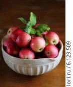 Красные яблоки. Стоковое фото, фотограф Анна Курзаева / Фотобанк Лори