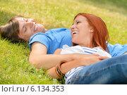 Купить «Cheerful teenage couple laughing at each other», фото № 6134353, снято 19 июня 2014 г. (c) CandyBox Images / Фотобанк Лори