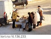 Выездная торговля на улице (2014 год). Редакционное фото, фотограф Маркин Роман / Фотобанк Лори