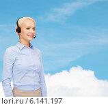Купить «friendly female helpline operator with headphones», фото № 6141197, снято 15 апреля 2014 г. (c) Syda Productions / Фотобанк Лори