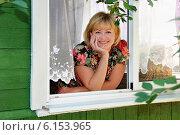 Купить «Красивая молодая женщина сидит у окна», эксклюзивное фото № 6153965, снято 7 июля 2014 г. (c) Юрий Морозов / Фотобанк Лори