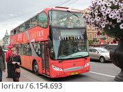 Купить «Экскурсионный автобус», фото № 6154693, снято 2 июля 2014 г. (c) Захарова Татьяна / Фотобанк Лори