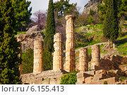 Купить «Древние развалины с колоннами в Дельфах, Греция», фото № 6155413, снято 7 января 2014 г. (c) Сергей Новиков / Фотобанк Лори