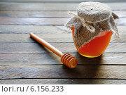 Купить «Мёд в стеклянной банке», фото № 6156233, снято 23 декабря 2013 г. (c) Афанасьева Ольга / Фотобанк Лори