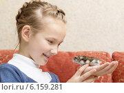 Купить «little girl with gray hamster», фото № 6159281, снято 23 июня 2014 г. (c) Майя Крученкова / Фотобанк Лори