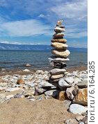 Купить «Пирамида равновесия - традиции туристов. Байкал летом», фото № 6164285, снято 21 июня 2014 г. (c) Виктория Катьянова / Фотобанк Лори