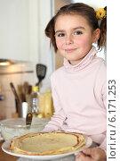Купить «Little girl holding plate of pancakes», фото № 6171253, снято 14 января 2010 г. (c) Phovoir Images / Фотобанк Лори