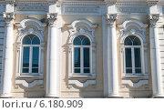 Купить «Фрагмент дома купца Михайлова», фото № 6180909, снято 14 мая 2012 г. (c) Elena Monakhova / Фотобанк Лори