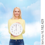 Купить «student with wall clock», фото № 6182429, снято 15 апреля 2014 г. (c) Syda Productions / Фотобанк Лори