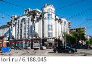 """Купить «Торговый центр """"Привилегия"""" в городе Перми», фото № 6188045, снято 14 мая 2012 г. (c) Elena Monakhova / Фотобанк Лори"""