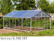 Теплица из поликарбоната с двускатной крышей, фото № 6190181, снято 8 июня 2014 г. (c) Евгений Ткачёв / Фотобанк Лори