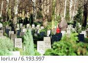 Cemetery in Berlin-Friedrichsfelde (1998 год). Редакционное фото, агентство Caro Photoagency / Фотобанк Лори