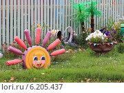 Купить «Солнышко и клумба из старых покрышек», эксклюзивное фото № 6205437, снято 3 августа 2013 г. (c) Анатолий Матвейчук / Фотобанк Лори