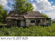 Старый заброшенный дом в деревне. Стоковое фото, фотограф Кудабаев Руслан / Фотобанк Лори