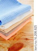 Стопка разноцветных полотенец на столе. Стоковое фото, фотограф Афанасьева Ольга / Фотобанк Лори