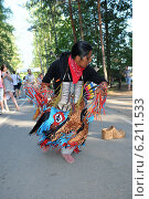 Купить «Танцующий музыкант», эксклюзивное фото № 6211533, снято 27 июля 2014 г. (c) Юрий Морозов / Фотобанк Лори