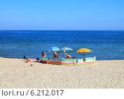 Купить «Семейный отдых на пляже в Куликове, Балтийское море», фото № 6212017, снято 19 июля 2014 г. (c) Михаил Рудницкий / Фотобанк Лори
