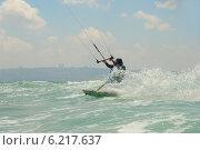 Купить «Кайтбординг на побережье Средиземного моря», фото № 6217637, снято 20 июля 2014 г. (c) Шутов Игорь / Фотобанк Лори