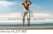 Купить «Martial arts expert practicing by the coast», видеоролик № 6217957, снято 19 января 2020 г. (c) Wavebreak Media / Фотобанк Лори